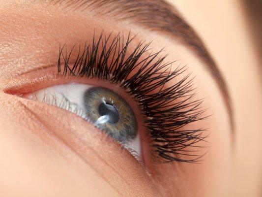 Augenbrauen & Wimpern